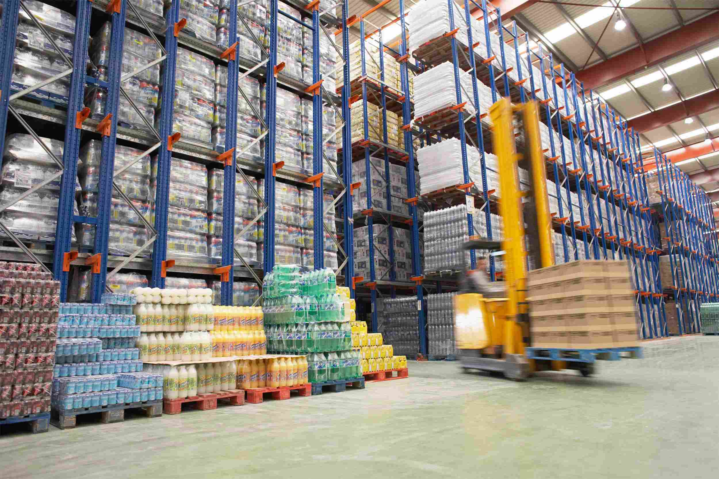 https://aubry-logistique.fr/wp-content/uploads/2015/09/Warehouse-and-lifter.jpg